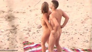 hidden cam make a sexvideo on a beach