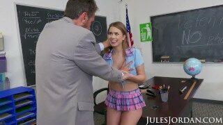 Jules Jordan – Jill Kassidy Naughty School Girl Gets The D In Detention
